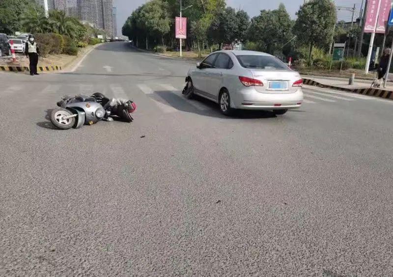 东莞一电动车司机被撞飞!又是犯了这个错!插图6