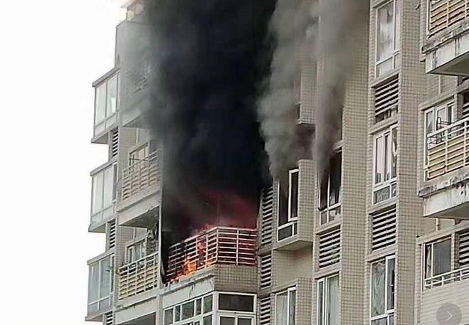 东莞一小区高层住户突发大火!现场浓烟滚滚……插图4