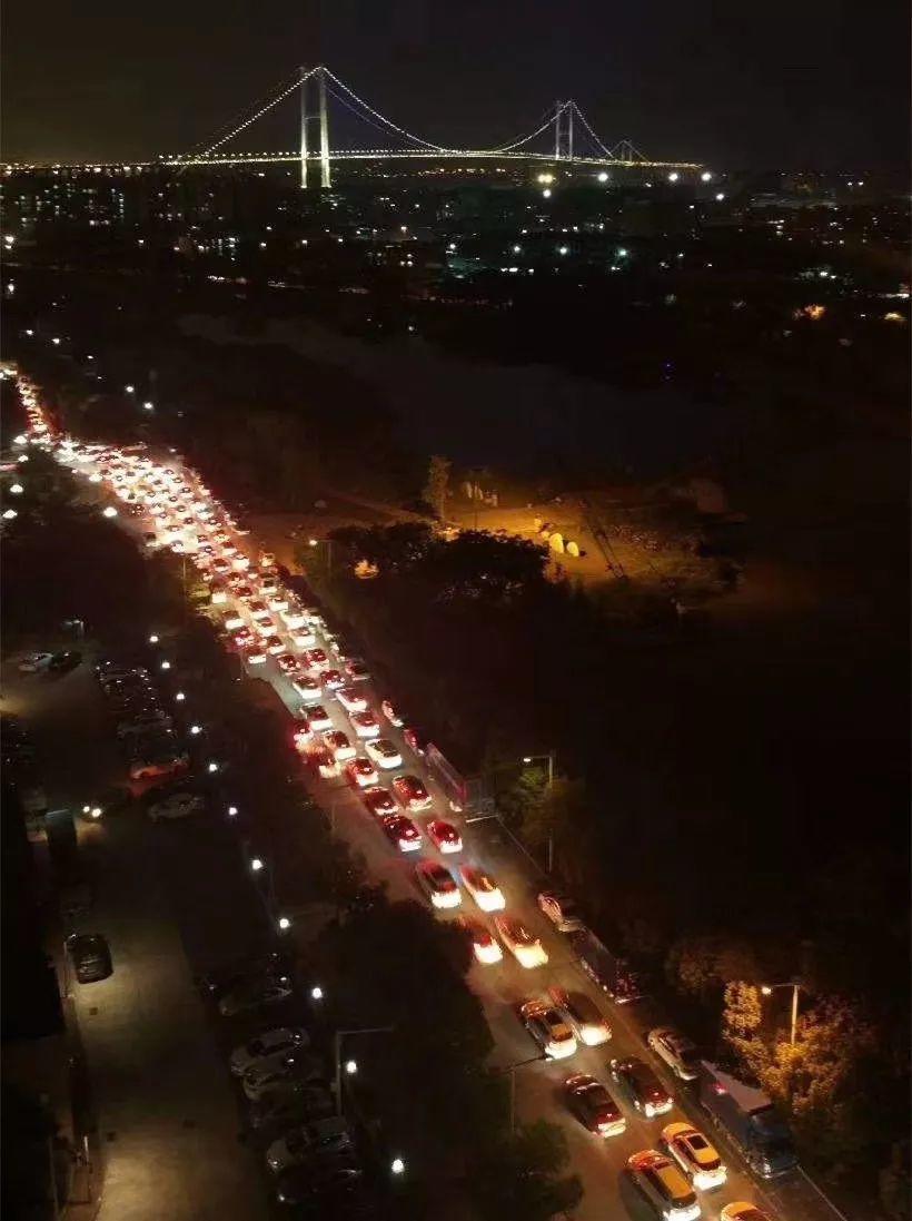 深夜东莞人的朋友圈都堵哭了!南沙大桥塞成新景点!插图26