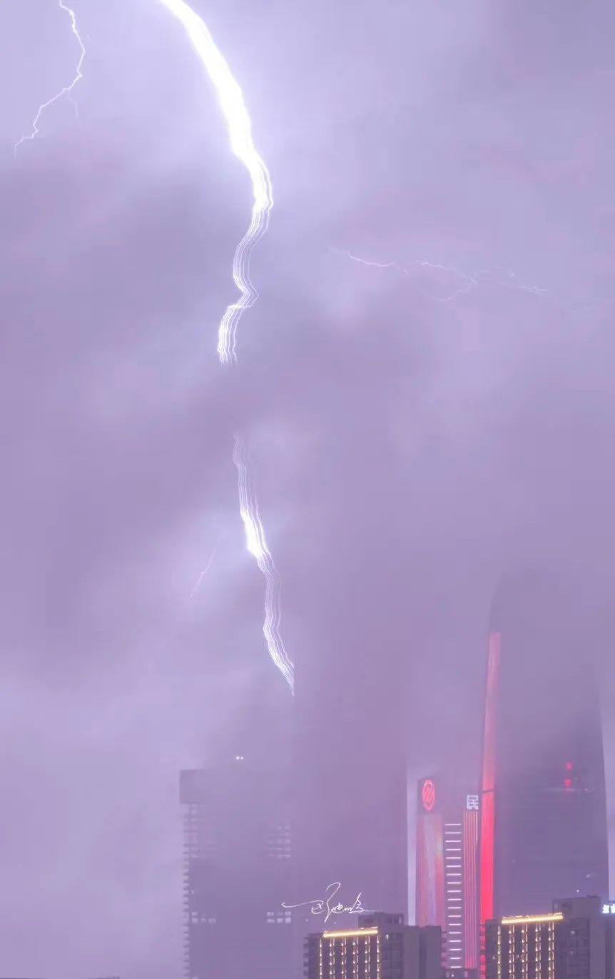 突发! 东莞昨晚狂风雷暴雨的4小时, 有人被大树压着, 有人被困, 有人……插图18