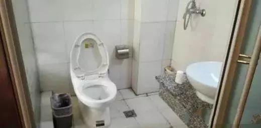 卫生间放它太危险了!很多家庭都这么做,赶紧改