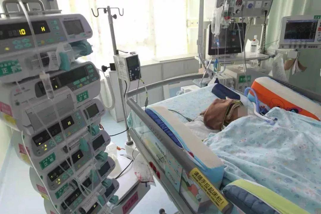 痛心!深圳一小区高层窗户坠落砸中6岁男童,妈妈当场崩溃…插图20