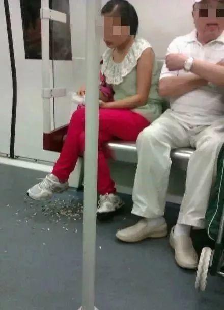 今天起,正式实施!以后搭地铁不可以做这些事情!插图20
