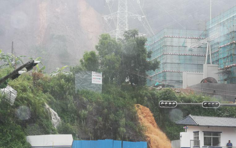 可怕!今早东莞多地严重水浸!未来几天将发生暴雨到大暴雨+8级大风………插图28
