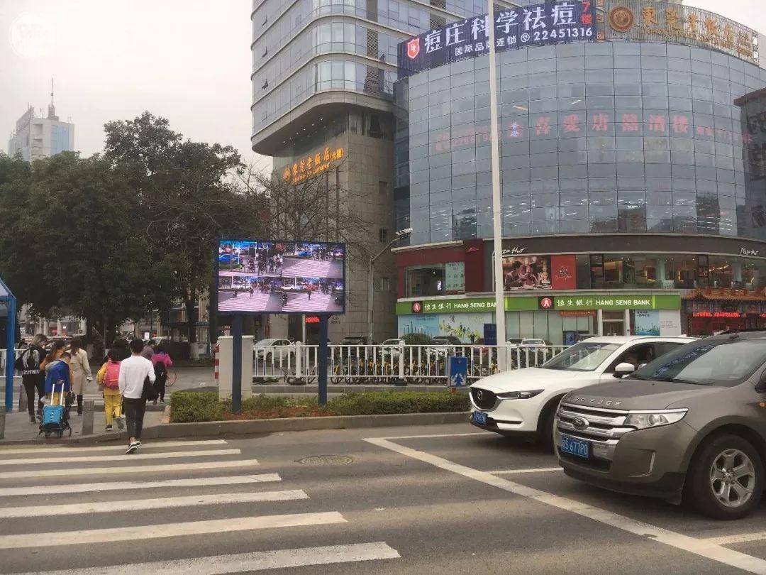 """太羞耻了! 东城这个路口惊现巨型屏幕,其中画面""""不堪入目""""!插图10"""