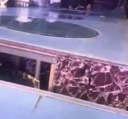 痛心!舞台突然坍塌,13岁儿童不幸身亡!15人受伤!插图4