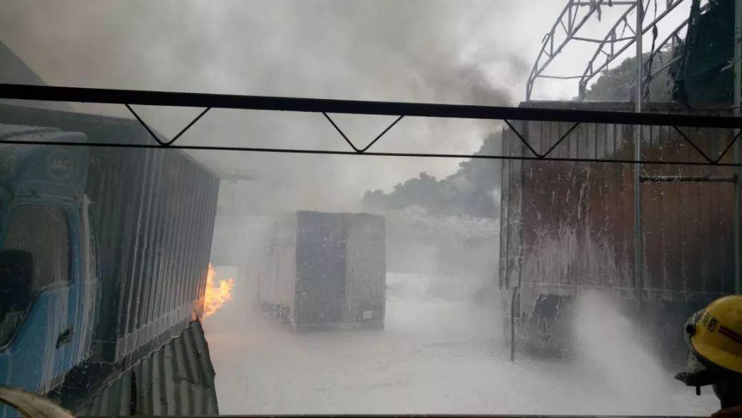 东莞4辆车同时起火!场面太吓人了!插图10