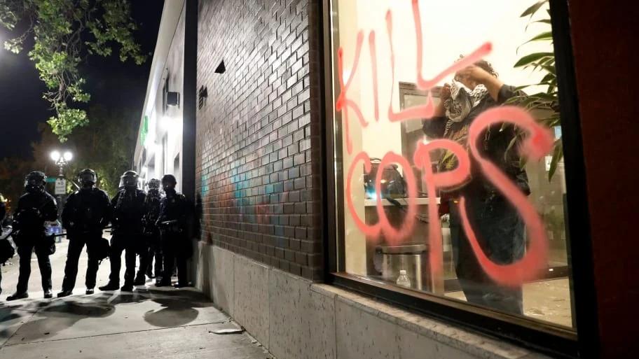 砸银行、抢苹果店、抢LV店…抗议活动蔓延全美33城,五角大楼罕见下令出动军警!插图8