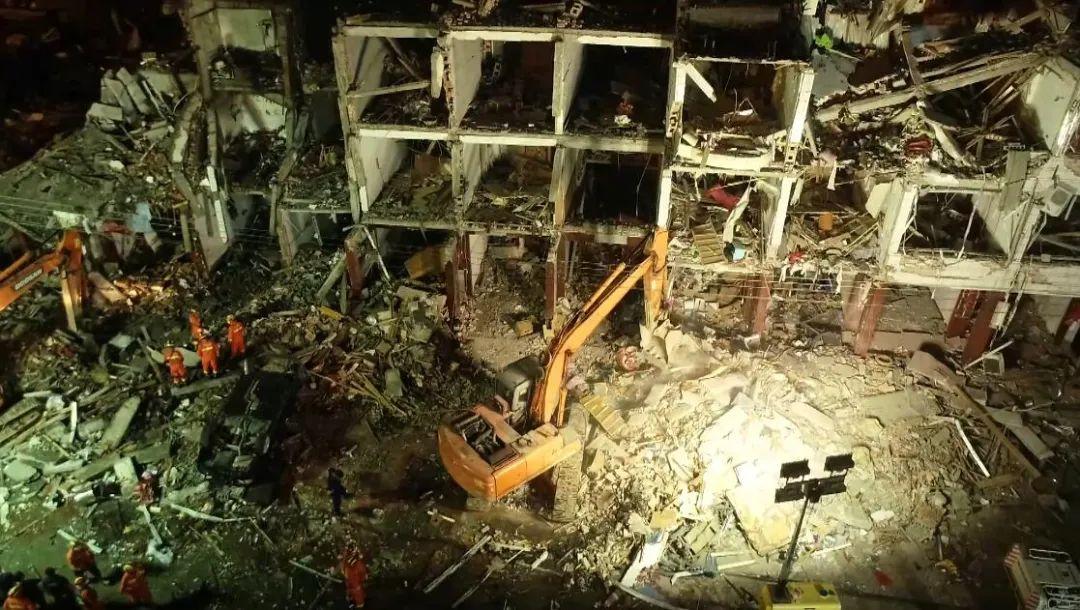 """9死172伤!伤者回忆:气浪过来,直接整栋楼玻璃碎下来"""""""