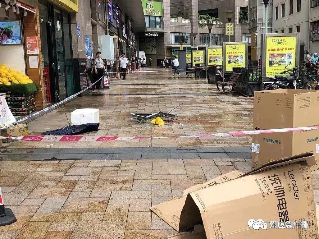 痛心!深圳一小区高层窗户坠落砸中6岁男童,妈妈当场崩溃…插图6