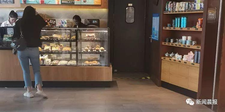 恶心!知名连锁咖啡店的蛋糕吃出活虫,保质期90天,曝光内幕太震惊