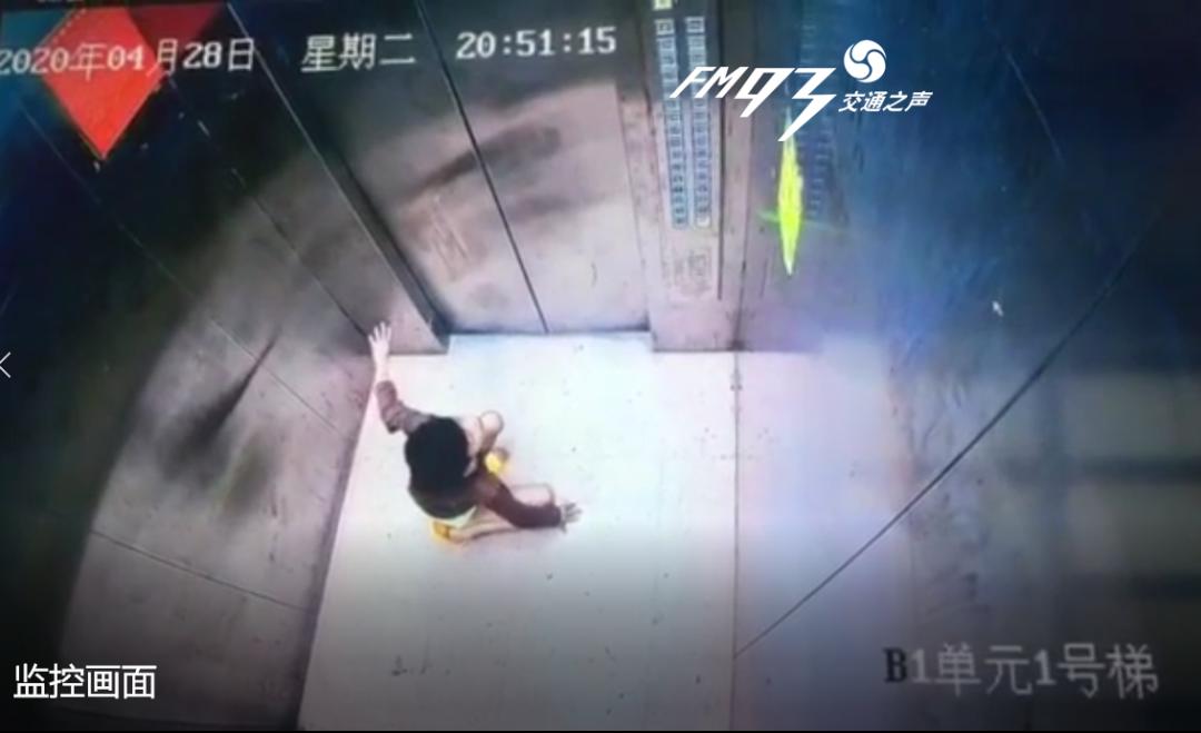 视频曝光!9岁男孩独自走进电梯,紧接着可怕的一幕发生了……插图4