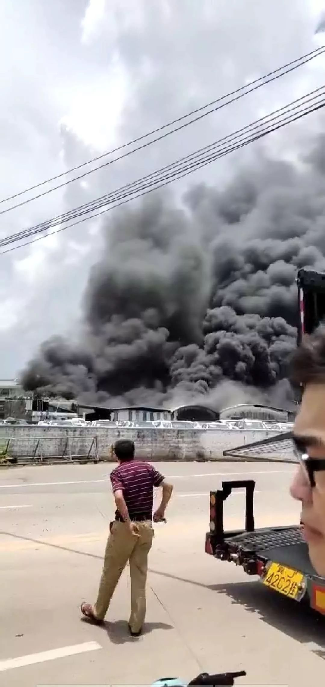 突发!东莞虎门高铁站附近发生火灾!黑烟滚滚!