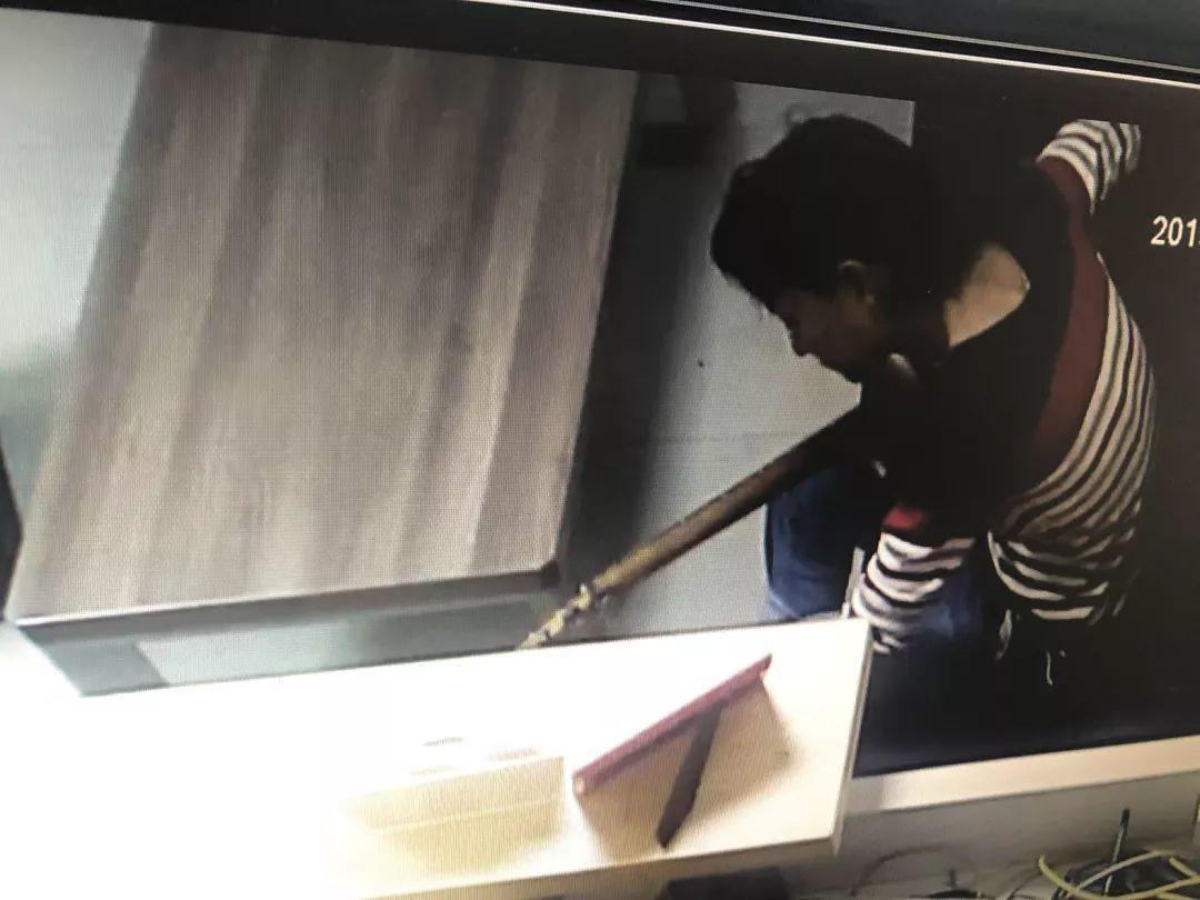 东莞一流浪男子闯入琴行,店主吓得报警,结果……插图6