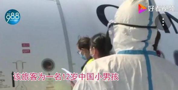 """2岁男孩独自回国,戴口罩20小时不吃不喝!医生发现异常……"""""""