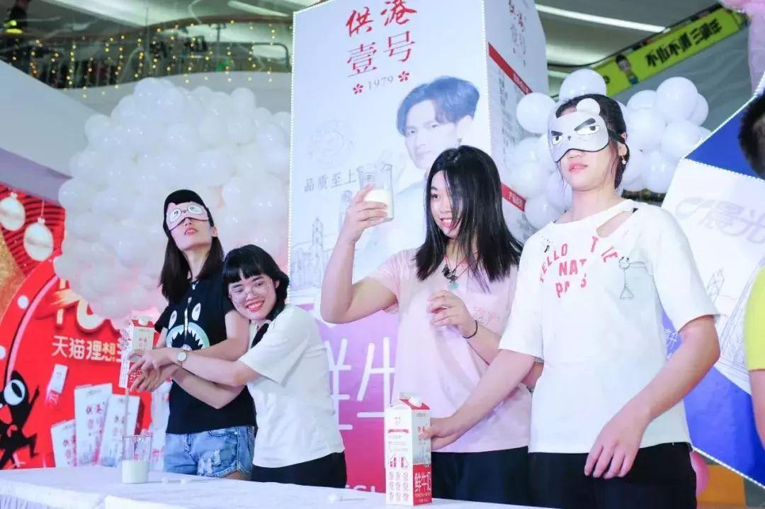 """羡慕!这些人居然能和""""小太阳""""钟汉良拥抱!网友惊呼:儿童节变情人节!插图36"""