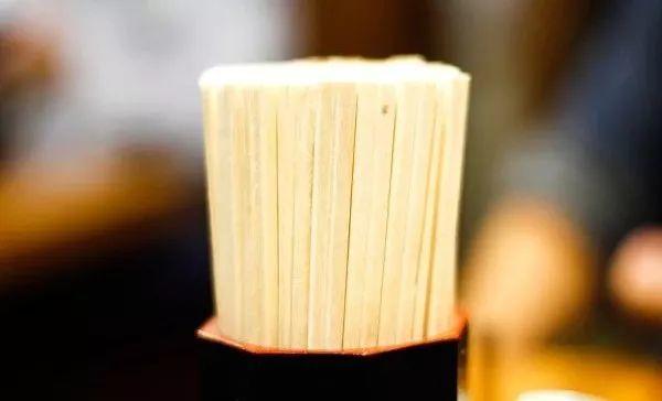 用这种筷子吃饭,小心慢性中毒!这几类筷子最好赶紧扔掉!插图4