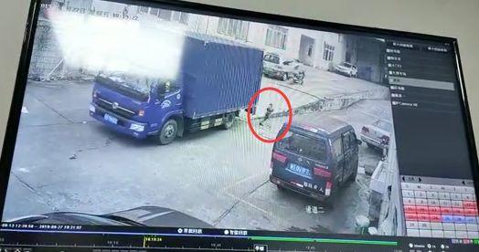 痛心!东莞男童空地上被货车碾压,视频曝光……插图6