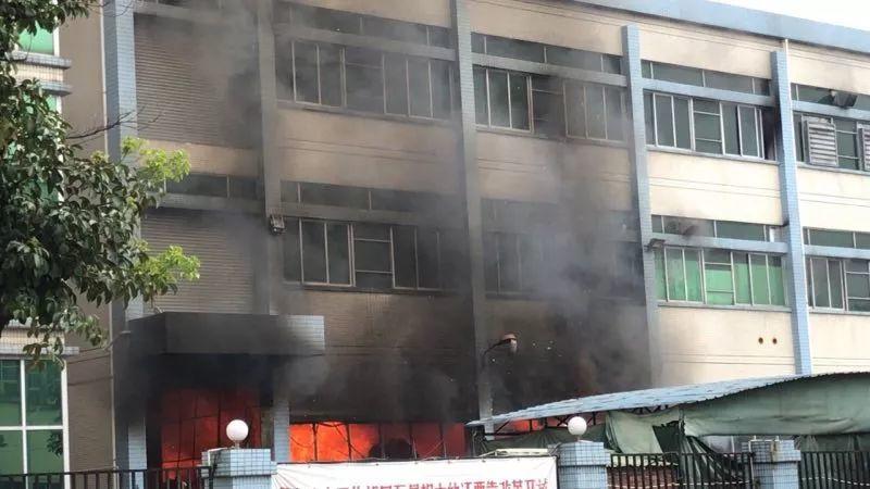 突发!东莞又一个工业区突发大火!火势凶猛插图10