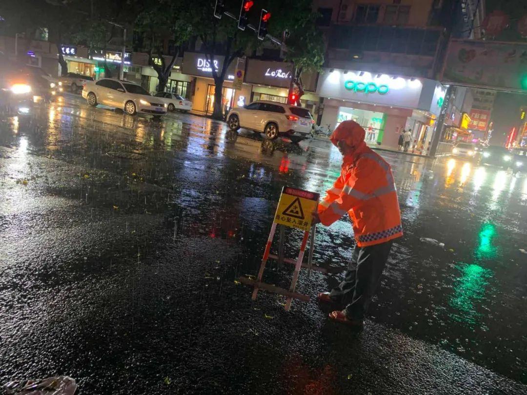 突发! 东莞昨晚狂风雷暴雨的4小时, 有人被大树压着, 有人被困, 有人……插图58