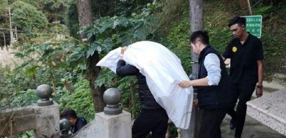男星哥哥勒死妻儿后上吊身亡!无数人因它家破人亡,春节期间更要警惕插图2