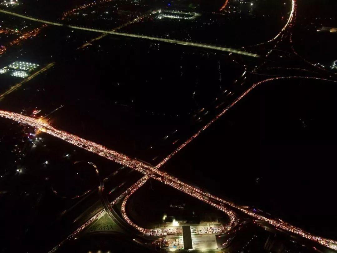 深夜东莞人的朋友圈都堵哭了!南沙大桥塞成新景点!插图24