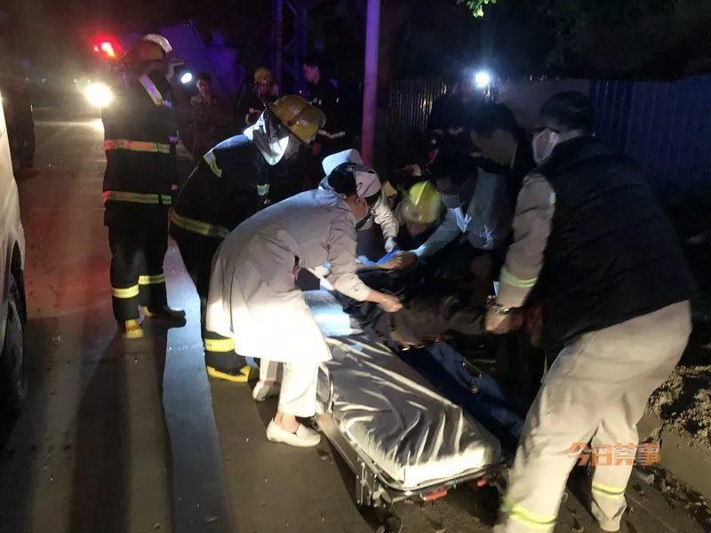 急!车辆追尾致驾驶舱严重变形,男子被困~插图22