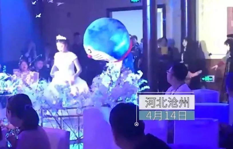 毁容爸爸化身哆啦A梦亮相女儿婚礼,撒娇卖萌!台下泣不成声…..插图