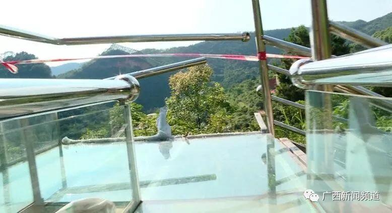 网红玻璃滑道出事!护栏被撞破1死6伤,游客回忆惊魂瞬间插图2