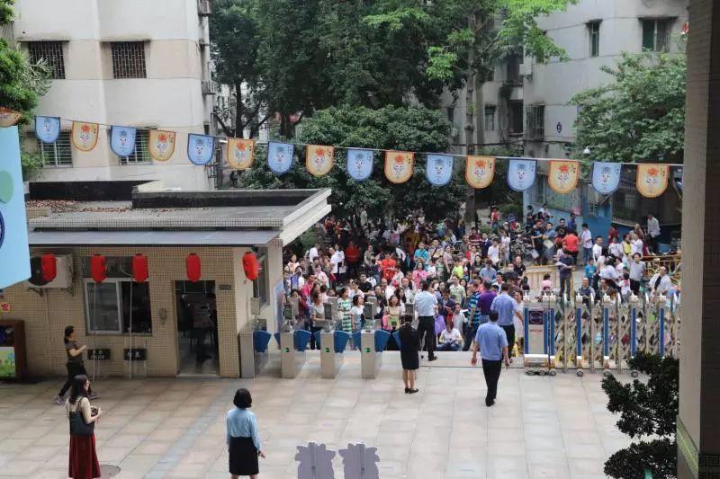 今晨东莞多所学校门口被堵!朋友圈刷爆了!真相是……