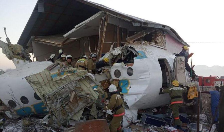已致15死!坠机幸存中国女乘客:老公砸门把我拖出飞机…插图