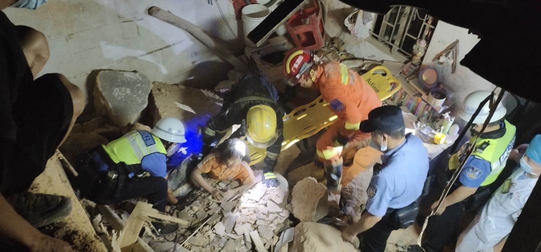 突发!东莞一房屋突然坍塌,3人被困…插图6
