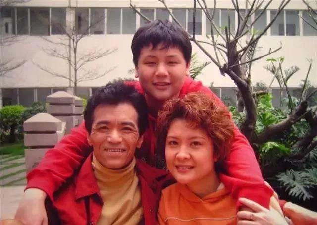 """广东人从小看到大的肥仔,""""康天庥""""真的结婚了!老婆是……插图32"""