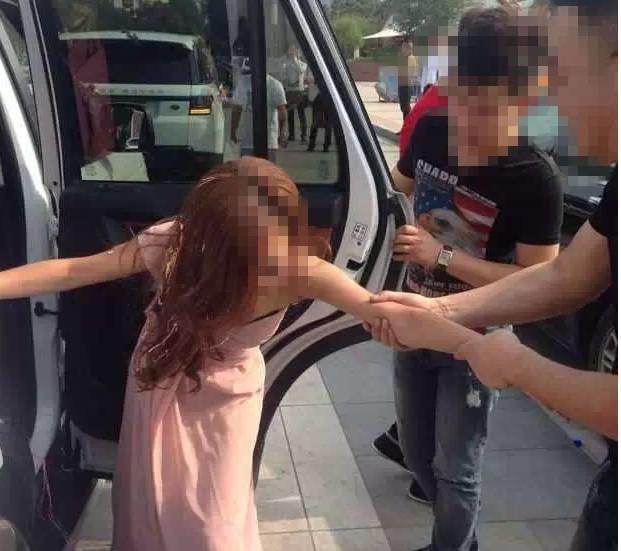 愤怒!广东伴娘被压床猥亵,男子还脱下裤子…