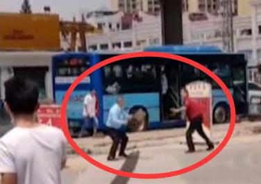 东莞一男子不戴口罩乘公交,还拿水果刀追打司机插图6