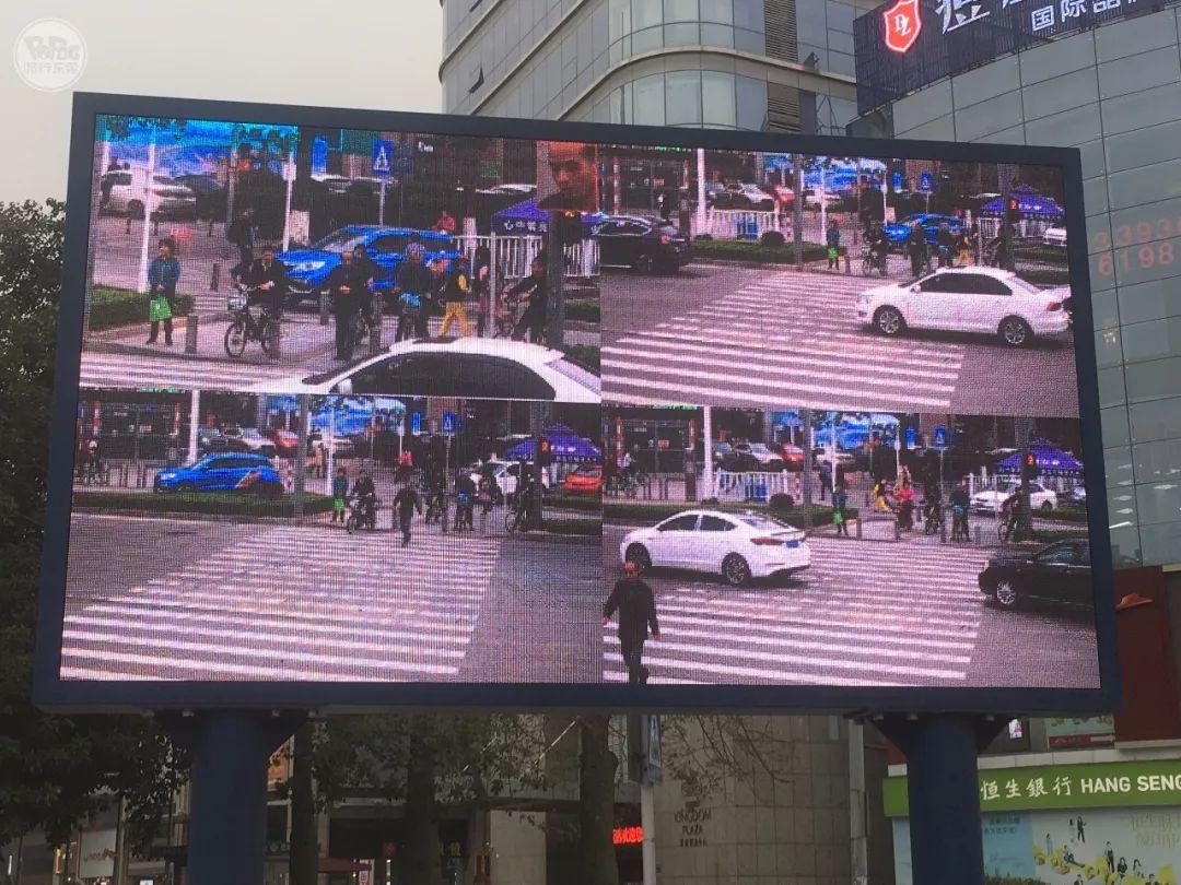 """太羞耻了! 东城这个路口惊现巨型屏幕,其中画面""""不堪入目""""!插图22"""