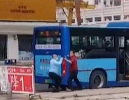 东莞一男子不戴口罩乘公交,还拿水果刀追打司机插图8
