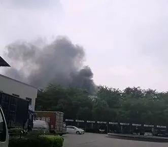 突发!东莞一工厂突发大火!火势凶猛!